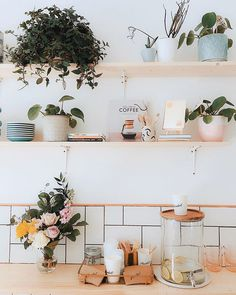Holding a fun pop-up at the shop @marketgla this Saturday with our BFFs at @mudglasgow! Preorder a bunch of blooms and pick them up from us get a free coffee! Theyre going to decorate the front of the shop too will pop the link in my story... come hang out!!