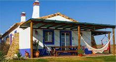 """Résultat de recherche d'images pour """"decoração de casas de ferias"""" Santiago Do Cacem, Porch Enclosures, Surf House, Charming House, Outdoor Seating Areas, Tropical Houses, House In The Woods, Log Homes, Old Houses"""