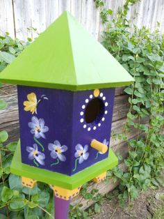 Birdhouse Designs, Birdhouse Ideas, Unique Bird Feeders, Homemade Bird Houses, Bird Houses Painted, Bird Cages, Wild Birds, House Painting, Wooden Signs