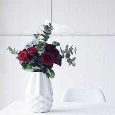 Hallo neue Woche Montage sind für Blumen... . Aber offensichtlich auch für mehr Schnupfnasen mehr Wettergrau eine kaputte Spülmaschine eine übervolle To-Do-Liste neue Herausforderungen #läuft . . Hej Monday - let's rock this day! Wish you all a very happy new week... . . . #flowers #flowermagic #flowerpower #flowerslovers #flowerstagram #instaflowers #flowersofinstagram #flowersmakemehappy #flowerstyling #flowerblogger #flowerpowerbloggers #instablooms #bloom #blooming #beautiful #roses…