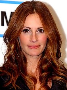Julia Roberts' hair color is the perfect copper tone for the fall.