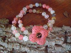 Bracciale rosa salmone con fiore