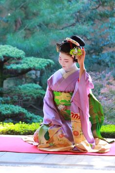 The beautiful maiko Korin in december. :) (Source)