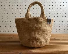 麻ひもバッグは丈夫。持ち歩いても、収納としても活躍します。さらっとした質感の麻は、春夏に特に嬉しい素材。