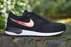 Nike Air Odyssey PRM Iridescent 540x361