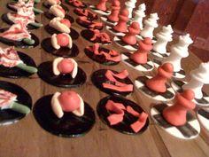 Google Bilder-resultat for http://2.bp.blogspot.com/-HzdBpMRIoOk/TsNDb75JefI/AAAAAAAAECk/kMgJR6BuQsA/s1600/cupcake%2Btoppers.jpg
