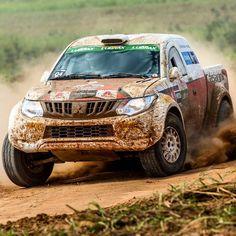 Mitsubishi L200 Triton: pickup encara rallycross em SP Depois de enfrentar a primeira prova de rallycross realizada no Brasil em Mogi Guaçu (SP) e as altas velocidades da etapa maratona em Jaguariúna (SP) os pilotos e navegadores se reunirão dia 29 de julho na cidade de Cordeirópolis (SP) para uma competição inédita: uma corrida em um autódromo de terra. Essa é mais uma novidade que trouxemos para a 18ª temporada da Mitsubishi Cup. Os competidores farão disputas diretas em uma pista de terra… Mitsubishi Motors, Mitsubishi Pickup, Mitsubishi L200, Off Road Racing, 4x4 Off Road, New Triton, Triton L200, Pista, Pajero