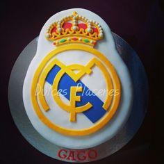 Tarta escudo Real Madrid #dulcesplaceresbymer www.facebook.com/dulcespaceresbymer  Instagram @dulcesplaceresbymer