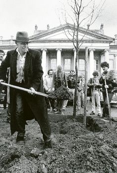 Joseph Beuys 7000 oaks - linking art, social engagement and natural environment, 30 years ago <3