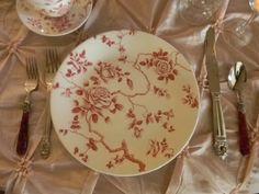 Dish Diário de Nancy: rosas vermelhas Transferware Tablescape