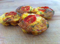Egg muffins de tomate fresco e tomilho