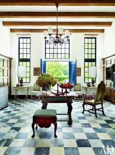 Traditional Entrance Hall by McAline Tankersley Architecture; McAlpine Booth & Ferrier Interiors and McAline Tankersley Architecture; McAlpine Booth & Ferrier Interiors in Baton Rouge, LA