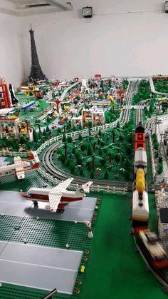 City Airport, City Layout, Classic Lego, Hacker Wallpaper, Lego Trains, Vintage Lego, Cool Lego, Lego Creations, Lego City