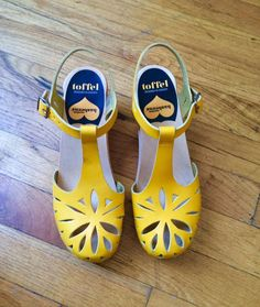Swedish Hasbeens Yellow Cutout for Anything Leather Size 37 7 #SwedishHasbeens #PlatformsWedges Swedish Hasbeens, Sock Shoes, Cute Shoes, Me Too Shoes, Shoe Boots, Wooden Clogs, Yellow Sandals, Shoes Sandals, Vintage Shoes