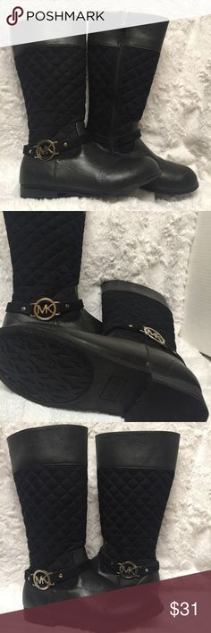 Michael Kors Quinn Quilted Faux Leather Girls Boot This is a size girls size 4 Michael Kors Faux Leather Quilted Flat Half Calf Boot. It's in very good pre owned condition. Michael Kors Shoes Boots