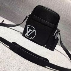 Louis Vuitton x Supreme Eclipse Leather MM Cross Body Men's Shoulder Bag Black 2017