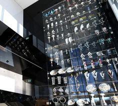 Red Bull, che mazzata: svaligiata la bacheca dei trofei - http://www.maidirecalcio.com/2014/12/07/red-bull-che-mazzata-svaligiata-la-bacheca-dei-trofei.html