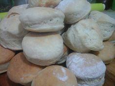 Figacitas (pan con leche vegetal y margarina)