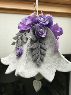 Easter bells: DIY projects gift ideas and more! Ornament Crafts, Felt Crafts, Fabric Crafts, Sewing Crafts, Christmas Crafts, Felt Christmas Decorations, Felt Christmas Ornaments, Christmas Diy, Purple Christmas