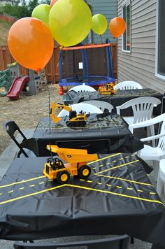 Construction party tables…black tablecloths with yellow Duck Tape roads. Birthday Party Tables, 3rd Birthday Parties, 2nd Birthday, Construction Birthday Parties, Construction Party, Tractor Birthday, Party Background, Birthday Gifts For Boys, Super Party