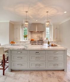 White Cabinets With Copper Hardware Kitchen Cabinet Hardware Ideas Pulls Or Knobs How To Choose Cabinet Hardware Size What Color Hardware For White Kitchen Cabinets White Kitchen Interior, Interior Design Kitchen, Kitchen Designs, Interior Paint, Kitchen White, Interior Modern, Interior Architecture, Kitchen And Bath, New Kitchen