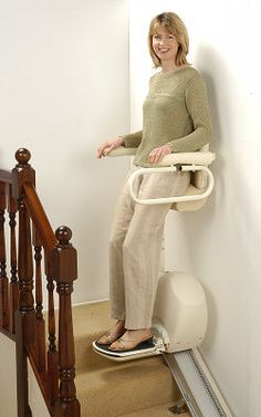 There are a few points to consider when choosing and purchasing a stair lift chair. Pointers for choosing the best lift chair for your home or loved one. Used Chairs, Cool Chairs, Dining Chairs, Lounge Chairs, Handicap Accessible Home, Elevator Design, Stair Lift, Stair Gallery, Elderly Home