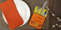 Free project instructions to make In-the-Hoop Silverware Pockets.