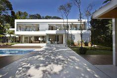 Energy-Efficient Hillside Home in Brazil: Morumbi Residence.