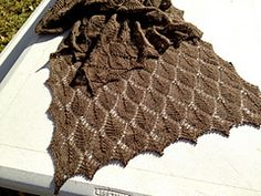 Ravelry: Leaves in a line pattern by Susan Ashcroft (fingering weight)