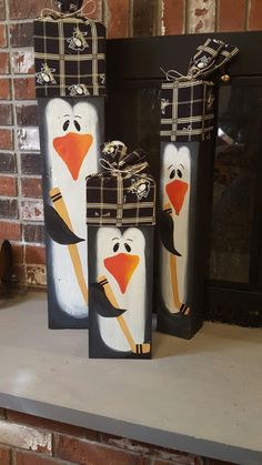 Do you like penguins? This animal used to live in an area that has very cold weather, not only that this animal also has a very funny face and character. What animal is that? Pallet Christmas, Christmas Signs, Winter Christmas, Christmas Decorations, Lawn Decorations, 4x4 Crafts, Cork Crafts, Wooden Crafts, Kids Crafts