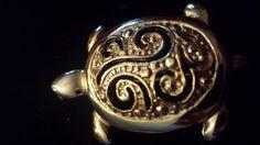 vintage gold tone turtle pin brooch signed HI (s)