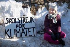 Como lo hace cada viernes ante el Parlamento en Estocolmo, la joven activista sueca Greta Thurnberg se manifestó este viernes cerca del centro de convenciones de Davos en el marco del WEF. La acompañómedio centenar de estudiantes suizos en su reclamo en contra del calentamiento del planeta.  (Keystone)