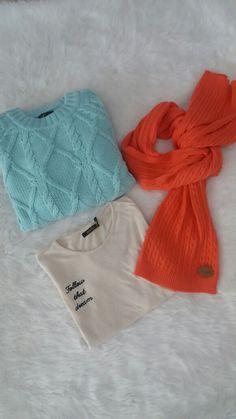Sweater Acqua, Remera Básica y Bufanda. #Chic #Abrigos #Colores