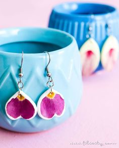 DIY Fashion: Make polymer clay earrings with dried flowers yourself Make jewelry yourself - also as Diy Jewelry Rings, Diy Jewelry To Sell, Jewelry Tree, Jewelry Making, Boho Rings, Jewellery, Fimo Ring, Polymer Clay Earrings, Diy Earrings