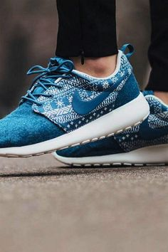 NIKE ROSHE RUN Super Cheap! Sports Nike shoes outlet, Press picture link get it immediately! not long time for cheapest Nike Shoes Outfits, Nike Shoes Cheap, Nike Free Shoes, Running Shoes Nike, Cheap Nike, Work Outfits, Buy Cheap, Fall Outfits, Summer Outfits
