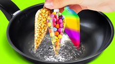 TRUCOS DE COCINA FÁCILES Y ÚTILES Easy Cooking, Cooking Recipes, Colored Popcorn, Colorful Ice Cream, Pancake Art, Kawaii Dessert, 5 Minute Crafts Videos, Cake Decorating Videos, Diy Accessories