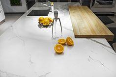 Biały blat z charakterystycznym rysunkiem szarych żył do kuchni w nowojorskim stylu