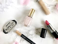 Is anybody else just desperate for spring to make an appearance now? We had even more snow today! Im loving this pink nail varnish my right now! Concealer, Mac Highlighter, Snow Today, Flat Lay Photography, Beauty Essentials, Pink Nails, Loreal, Lifestyle Blog, Happy Wednesday