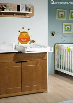 quarto de bebê com cômoda de madeira e branco baby room boy wood bear http://www.tulipababy.com.br/