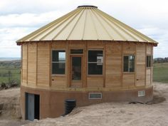 Smiling Woods Yurts offers cool yurt kits you can customize to create a compact off grid (or on!) house in no time flat. Round House Plans, House Floor Plans, Tiny Houses For Sale, Little Houses, Wooden Yurts, Yurt Kits, Ideas Cabaña, Yurt Home, Yurt Living