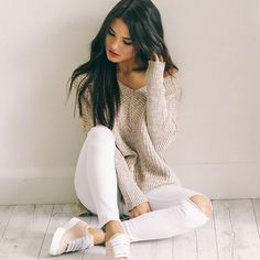 Our 'With Conviction' Knit in mocha marle and 'Siren - Todd Rose Quartz Calf' Sneakers + Khloe skinny jeans in white are a must! Portrait Photography Poses, Photography Poses Women, Girl Photography Poses, Best Photo Poses, Girl Photo Poses, Girl Photos, Girly Outfits, Casual Outfits, Fashion Outfits