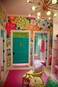 I want this wallpaper and closet..
