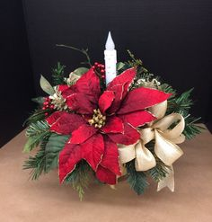 Inspiring Modern Rustic Christmas Centerpieces Ideas With Candles 70 Christmas Flower Decorations, Easy Holiday Decorations, Christmas Flower Arrangements, Holiday Centerpieces, Floral Centerpieces, Holiday Wreaths, Gold Christmas, Rustic Christmas, Christmas Ornaments