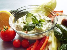 Tzatziki cu avocado--Reteta Video Tzatziki, Avocado, Vegan, Chicken, Food, Lawyer, Essen, Meals, Vegans