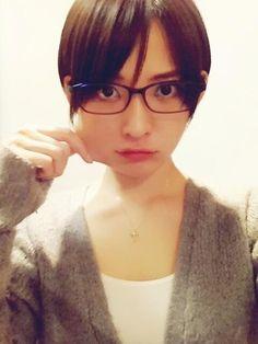 """glasses-girl: """"鈴木咲 """""""
