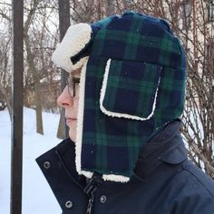 Stay warm in this cozy trapper hat - free pattern included!