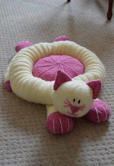Knitting pattern instructions to the Cat Snuggler This unusual design will work as a cat bed or cushion for a child.