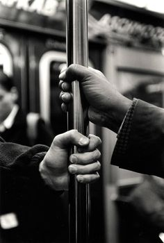 Kazuo Sumida - B Train (from the series A Story of the New York Subway) - best photojournalism - Hand Photography, Urban Photography, Creative Photography, Photography Lighting, Photography Backdrops, Photography Classes, Newborn Photography, Landscape Photography, Photography Awards