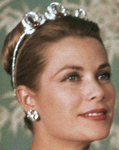 Tiara Mania: Bains de Mer Tiara worn by Princess Grace of Monaco