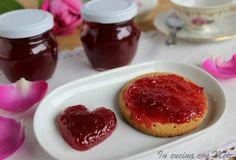 La delicatezza della #confettura di #rose  #ricettebloggerriunite #gialloblogs Confettura di rose profumate | In cucina con Mire